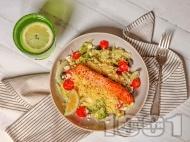 Салата с маринована риба сьомга, кускус, чери домати и дресинг с горчица и кленов сироп